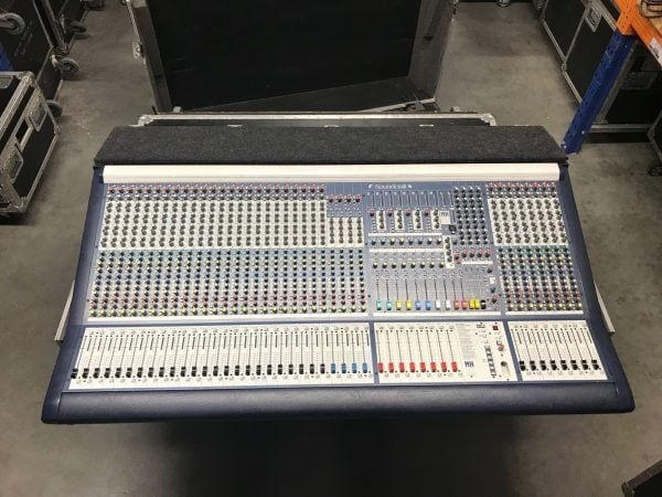 Soundcraft MH2 32+4 audio mixing console